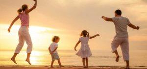 Vacanze-con-bambini-e-famiglia-estate-offerte-speciali-sconti-lignano-pineta-sabbiadoro-bibione