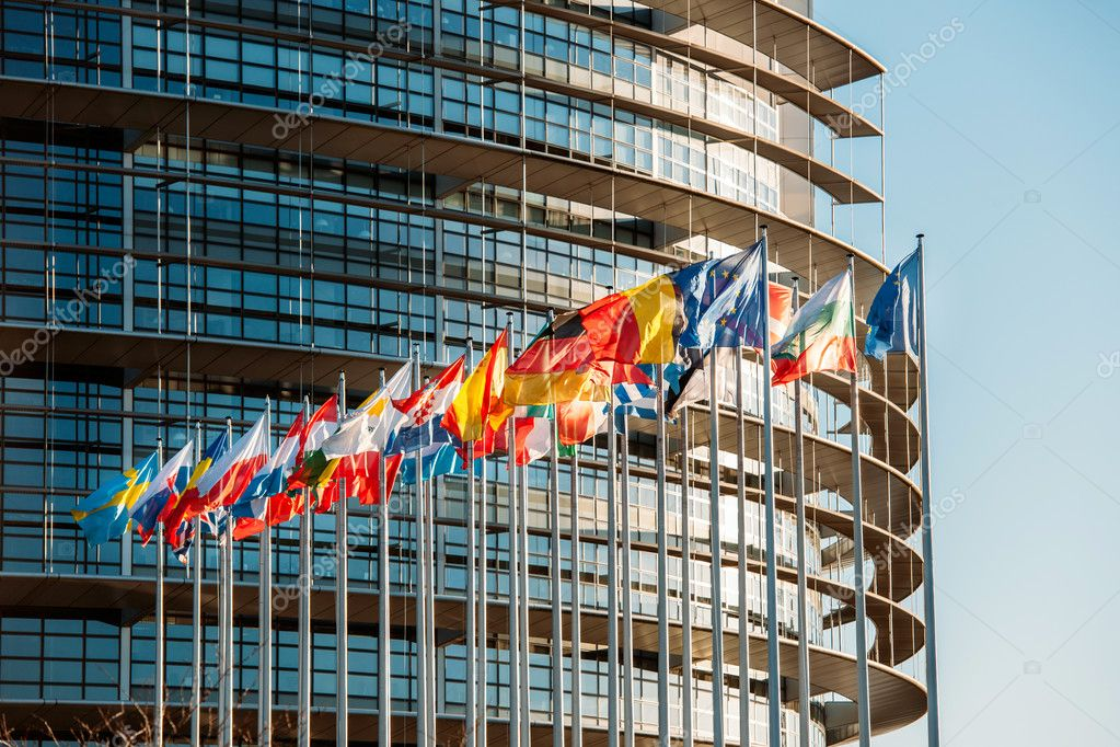 depositphotos_43781563-stock-photo-european-parliament-frontal-flags