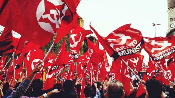 bandiere-rosse-partito-comunista-681x383